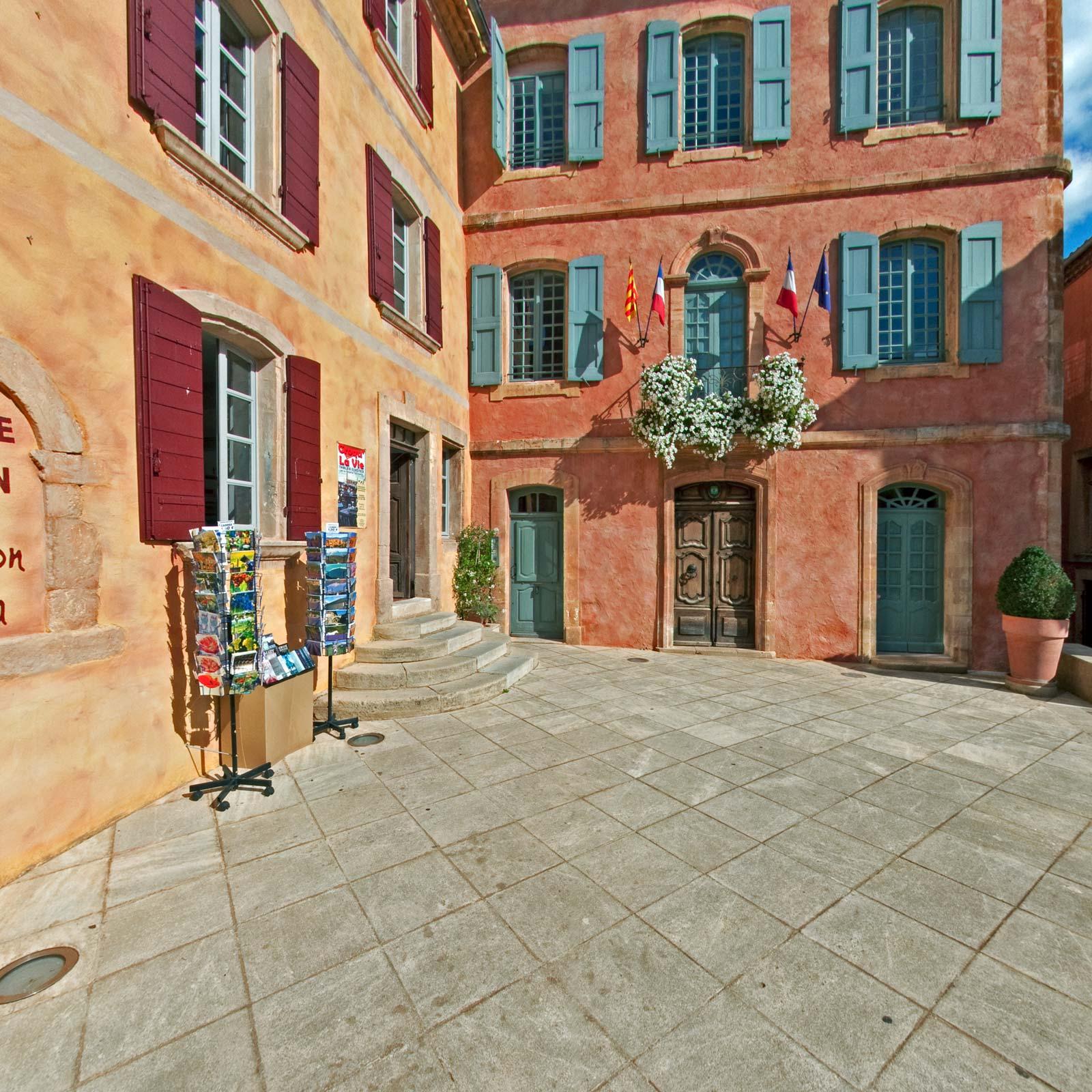 Couleur facade maison provencale quelle couleur pour les - La maison de la place saignon ...